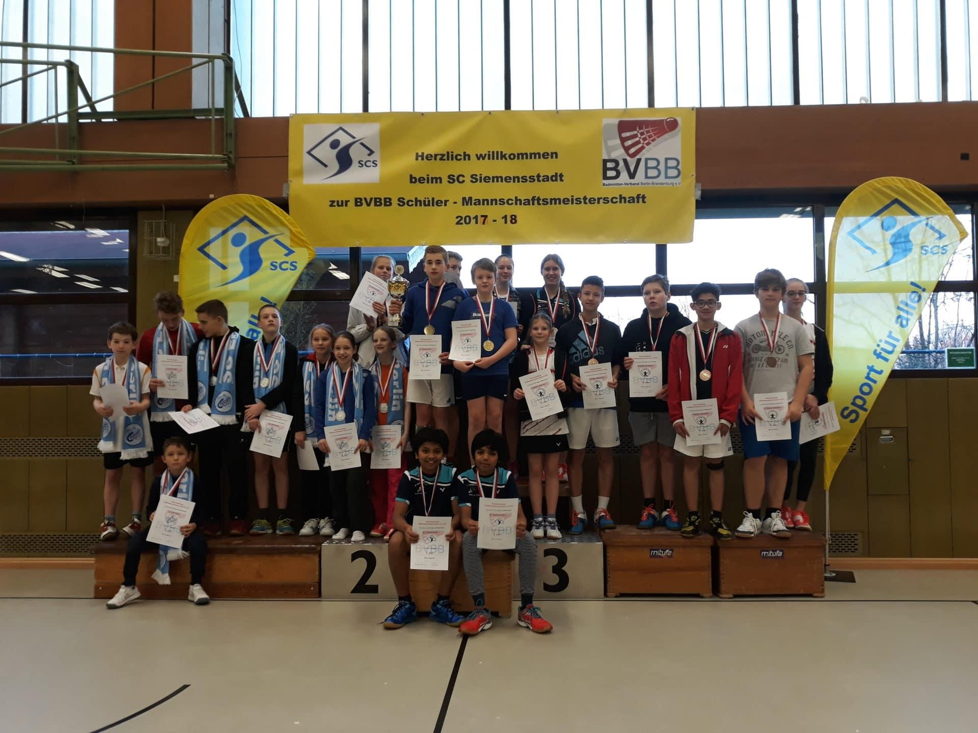 Foto der Siegerehrung der Schülermannschaften mit dem Siemensstadt