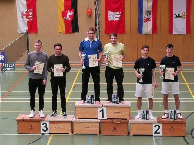 Foto von der Siegerehrung im Herrendoppel bei der 49. Norddeutschen Badmintonmeisterschaft U22 - Foto: Florian Siebold