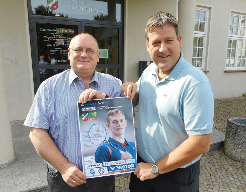Foto mit dem Bürgermeister der Stadt Baruth/Mark Herrn Ilk und dem Ausrichter Christian Holzmacher vom BC Matchpoint Berlin