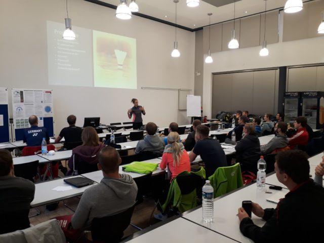 Carla bei der Projektvorstellungen im Rahmen der DBV-A-Trainerausbildung 2017/18 - Foto: DBV (badminton.de)