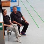 """""""Tausendsassa Flo fährt unter den kritischen Augen des Landestrainers seinen ersten Sieg als Coach ein - Stuhl von Carla wackelt.."""""""