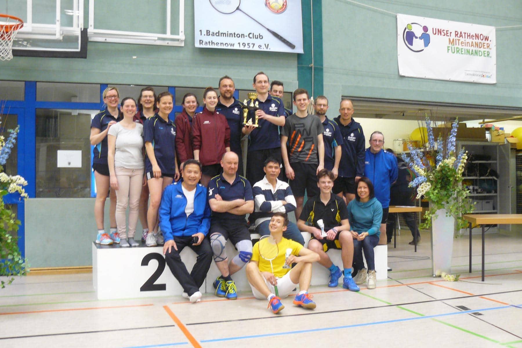 Der 1.BC Rathenow gewinnt den Pokal für den insgesamt erfolgreichsten Verein.